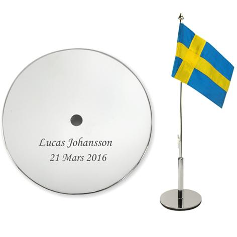 Bordsflagga med gravyr – namn – UnikaBarn