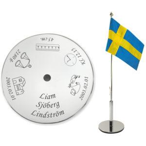 Bordsflagga med gravyr till dop - unikabarn.se